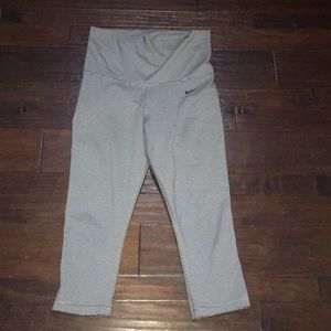 Euc! Nike how wasted workout capris gray and black